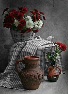 ❥●❥ ♥ ♥ ❥●❥ Still Life Photography, Still Life Images, Pretty Pictures, Color Splash, Beautiful Flowers, Vase, Fine Art, Black And White, Drawings