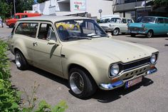 ford escort mk1 estate had two of these !
