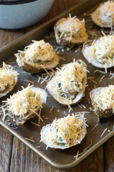 Making Three-Cheese Baked Oysters Recipe (In The Shell!) Best Picture For Shellfish Recipes appetizers For Your Shellfish Recipes, Seafood Recipes, Appetizer Recipes, Seafood Appetizers, Party Appetizers, Oyster Bake, Baked Oyster Recipes, Dessert Sushi, Grilled Oysters