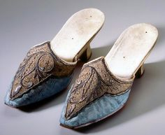 Ladies slippers, 1765, Swiss. Toe of blue silk damask with rich embroidery. Free heel. Manufacturer unknown. Origin: Zurich. Silver embroidery on silk damask, leather. Swiss National Museum