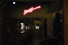 Display luminoso da Budweiser para o Birosca da Cachaça