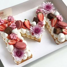 How to make the hottest trend in desserts right now, the cream tart! Pretty Cakes, Beautiful Cakes, Amazing Cakes, Cookies Et Biscuits, Cake Cookies, Cupcake Cakes, Alphabet Cake, Biscuit Cake, Number Cakes
