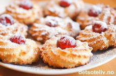 Kransekakekonfekt Recipe Boards, Christmas Candy, Biscuits, Cheesecake, Good Food, Snacks, Cookies, Baking, Recipes