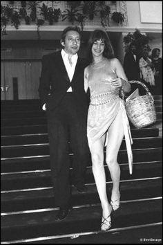 Voilà 25 ans que Serge Gainsbourg a tiré sa révérence. Retour en images sur les plus beaux looks du couple qu'il forma avec Jane Birkin.