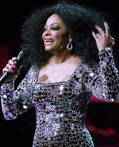Diana Ross and The Supremes Return To Love Tour 2000 -Diana Ross at Madison Square Garden in New York on July 2000 Evan Ross, Ross Friends, Hollywood Gowns, Diana Ross Supremes, Darren Criss, People Magazine, Sabrina Carpenter, Celebrity Babies, Motown