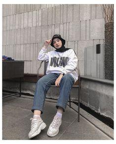 Hijab Fashion Summer, Modern Hijab Fashion, Street Hijab Fashion, Hijab Fashion Inspiration, Korean Street Fashion, Muslim Fashion, Look Fashion, Fashion Outfits, Mode Emo