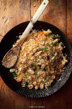 """Smażony """"ryż"""" z kalafiora z warzywami i mielonym mięsem indyka"""