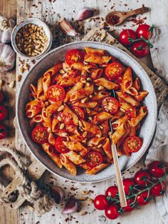 Penne all Arrabbiata - Bianca Zapatka Pasta - Pasta salad - Pasta rezepte - Nudelgerichte - Source N Vegetarian Recipes, Cooking Recipes, Healthy Recipes, Healthy Meals, Vegetarian Italian, Arrabbiata Recipes, Think Food, Penne Pasta, Pasta Carbonara