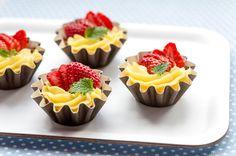 Vaniljaiset kaura-mansikkamaljat Sweet Tooth, Food And Drink, Desserts, Recipes, Island, Tailgate Desserts, Deserts, Recipies, Postres