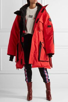 Vetements - + Canada Goose oversized hooded fleece-trimmed shell down parka Cyberpunk Mode, Cyberpunk Fashion, Fashion Week, New York Fashion, Fashion Outfits, Fashion Trends, Streetwear Mode, Streetwear Fashion, Designer Streetwear