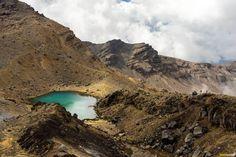 emerald-lake-preparing-to-hike-the-tongariro-alpine-crossing