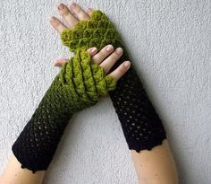 Fuente: https://www.etsy.com/listing/113210594/cute-arm-warmers-crochet-mittens-in?ref=shop_home_active