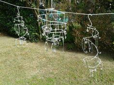 Arañas con alambre, caireles y tenedores de alpaca.