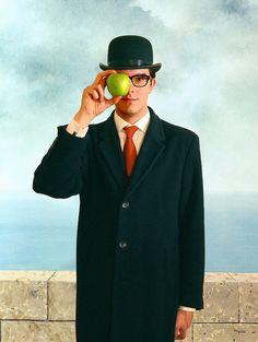 Son of Man (Magritte) - selfie