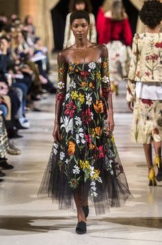 Oscar de la Renta at New York Fashion Week Fall 2018 - Every Must-See Runway Dress at New York Fashion Week for Fall 2018 - Photos
