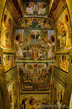 thumbs.dreamstime.com x egyptian-sarcophagus-8042603.jpg