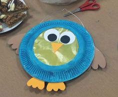 The first lantern. An owl - very simple from paper plates. - Laterne basteln - The first lantern. An owl - very simple from paper plates. Fall Crafts, Diy And Crafts, Arts And Crafts, Diy For Kids, Crafts For Kids, Diy Paper, Paper Crafts, Kindergarten Portfolio, Maila