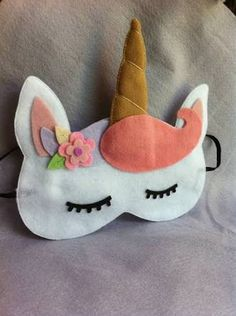 Sleeping Mask - click LEFT for free pattern Felt Crafts, Diy And Crafts, Crafts For Kids, Unicorn Birthday, Unicorn Party, Sewing Projects, Projects To Try, Felt Pillow, Unicorn Crafts