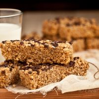 Chewy Chocolate Chip Granola Bars | chew out loud