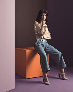 Beige turtle neck with ruffles, denim pants with white lace and matching PANDORA jewelry. Not many can look as good as singer Marina Diamandis in this cool retro outfit. #PANDORAmagazine