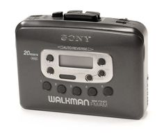 Being the only kid in class who had a cassette Walkman playe.- Being the only kid in class who had a cassette Walkman player instead of a CD one. Being the only kid in class who had a cassette Walkman player instead of a CD one. Childhood Memories 90s, Childhood Toys, Childhood Friends, Cindy Crawford 90s, Gadgets, 90s Nostalgia, 80s Kids, Ol Days, Sweet Memories