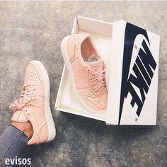 Las mejores zapatillas busca en www.evisos.com #avisos #zapatos
