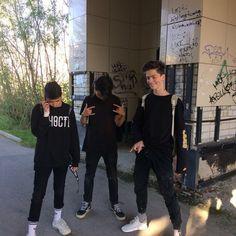 Палплрлрл We Are Best Friends, Boy Best Friend, Beautiful Boys, Pretty Boys, Boys Blog, Smells Like Teen Spirit, Fine Boys, Ulzzang Couple, Tumblr Boys