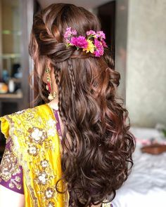 27 Effortlessly Stylish Half-tie Hairstyles We Spotted on Real brides Mehndi Hairstyles, Open Hairstyles, Indian Wedding Hairstyles, Unique Hairstyles, Latest Hairstyles, Bride Hairstyles, Quince Hairstyles, Hairdos, Hairstyles Haircuts