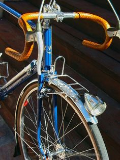 Note the bespoke rack, the slotted stem.  (René Herse, but of course.)