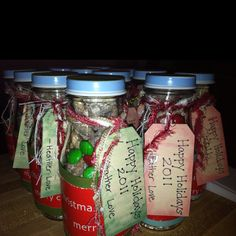 Gifts for co workers. Cute Christmas Gifts, Diy Holiday Gifts, Christmas Treats, Christmas Holidays, Jar Food Gifts, Homemade Food Gifts, Best Party Food, Party Ideas, Gift Ideas