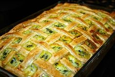 Placinta cu spanac si aluat de casa/ Spinach pie with home made dough Spinach Pie, Creamed Spinach, Shredded Carrot, Roast, Appetizers, Cooking Recipes, Vegetarian, Homemade, Vegan