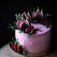 38 classic fruit birthday cakes, let's take a look! - Page 38 of 38 - slleee Wedding Flowers Pink Purple Cake Ideas Ideas For 2019 Fruit fig and raspberry cake La imagen puede contener: planta y flor love this color. what a stunning wedding cake this wou Gorgeous Cakes, Pretty Cakes, Amazing Cakes, Amazing Birthday Cakes, Bolo Confetti, Food Cakes, Cupcake Cakes, Baking Cupcakes, Cake Fondant