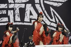 We end our Saturday coverage with two powerhouses of metal Babymetal and Metallica. Babymetal opened up the Main Stage and Metallica closed it but both put [. Reading Festival, Kawaii, Metallica, Photo And Video, Concert, Lady, Japanese Female, Stage, Rock
