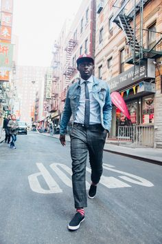 Steven Onoja, the blogger behind Ostentation And Style, shows us how to dress up denim. H&M checked suit pants teamed with a blue gingham dress shirt & dotted tie. | H&M OOTD.