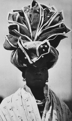 Xhosa traditional headwrap from the Eastern Cape, South Africa. Published in the book African Elegance by Alice Mertens and Joan Broster African Tribes, African Women, African Hair, Turbans, Headscarves, African Beauty, African Fashion, African Style, African Head Wraps