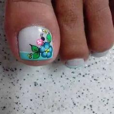 Cute flower nail art Cute Pedicure Designs, Toe Nail Designs, Cute Nails, Pretty Nails, Nail Picking, New Nail Art Design, Summer Toe Nails, Flower Nail Art, Toe Nail Art