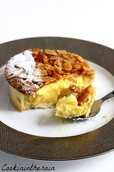 Frangipane Apple tart topped with florentine Fancy Desserts, Köstliche Desserts, Fancy Cakes, Delicious Desserts, Churros, Quiches, Chefs, Florentines Recipe, Cake Recipes
