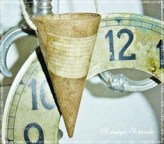 Spitztüte Geschenktüte im Shabby-Stil von Nostalgie-Schmiede auf DaWanda.com