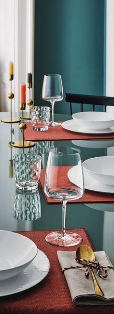 Je favoriete wijn drink je natuurlijk alleen in een mooi wijnglas. ontdek het chique design van de Bormiloi Wijnglazen op Cookinglife! Table Settings, Table Decorations, Furniture, Home Decor, Environment, Shabby Chic, Decoration Home, Room Decor, Place Settings
