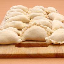 Pierogi z kapustą i grzybami na Wigilię – przepis Magdy Gessler Pierogi, Dairy, Cheese, Food, Essen, Meals, Yemek, Eten
