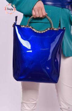 Nálunk nem csak csinos ruhákat vehetsz, de a hozzájuk tökéletesen passzoló táskákat is megrendelheted! Nézz körül nálunk+ #nőiruha #nőiruhawebáruház #nőiruharendelés Shoulder Bag, Bags, Fashion, Handbags, Moda, Fashion Styles, Shoulder Bags, Fashion Illustrations, Bag
