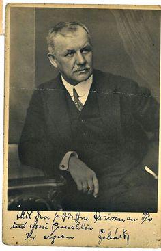 Lehár Ferenc (Komárom, 1870. – Bad Ischl, 1948.) zeneszerző, operettkomponista, karmester. Az igazi elismerést A víg özvegy (1905), a Luxemburg grófja és a Cigányszerelem (1910) hozta meg számára.