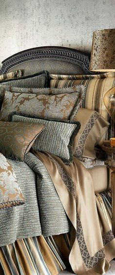 Eye For Design: Decorating With The Gold And Grey Color Combination