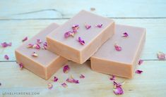 Natural Soap Making for Beginners: a four part series on how to make handmade soap using all natural ingredients. The parts include Ingredients, Equipment & Safety, Basic Soap Recipes, and the full cold-process soap making method Handmade Soap Recipes, Soap Making Recipes, Handmade Soaps, Homemade Rose Water, Bubble Diy, Powder Soap, Soap Colorants, Green Soap, Cold Process Soap