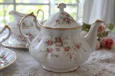 """「イギリスアンティーク パラゴン""""Victoriana Rose"""" レア ティーポット」ココン・フワット Coconfouato [アンティーク&雑貨] フレンチアンティーク キャニスターセット ホーロー 陶器 テーブルウェア --kitchen--"""