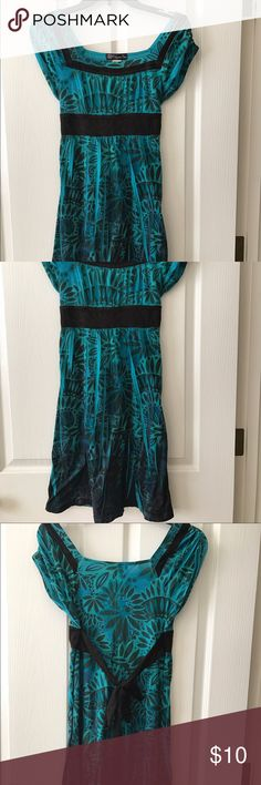 Cute Green Short Sleeved Dress Well loved dress, but in great condition. Dresses