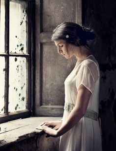 In-Betweeness. In my imagination, this is a simply beautiful bride, awaiting her simply beautiful wedding ~