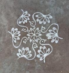 Nisha's kolam Simple Rangoli Designs Images, Rangoli Designs Latest, Rangoli Designs Flower, Rangoli Patterns, Rangoli Ideas, Rangoli Designs With Dots, Rangoli Designs Diwali, Kolam Rangoli, Flower Rangoli