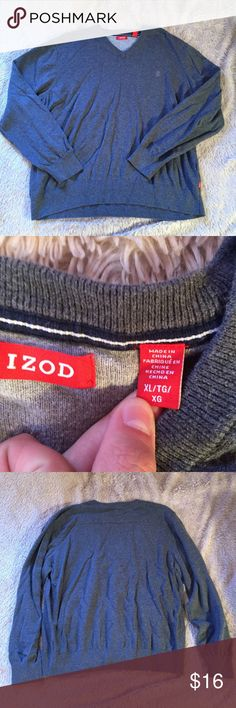 Mens sweater Mens sweater in good used condition. No stains, holes, etc. size XL but definitely made smaller Izod Sweaters