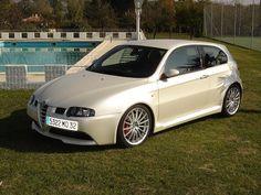 Alfa romeo 147 Alfa Cars, Alfa Romeo 147, Car Brands, Fiat, Cars And Motorcycles, Super Cars, Classic Cars, Garages, Motors